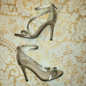Heart in D gold rhinestone sandal Stilletos 6